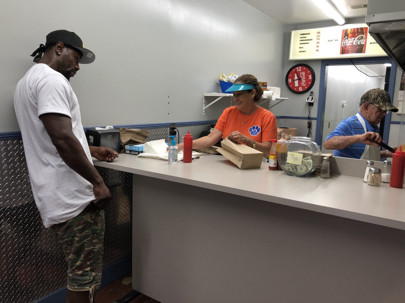 Ward's Grill was 'really busy' serving burgers and dogs