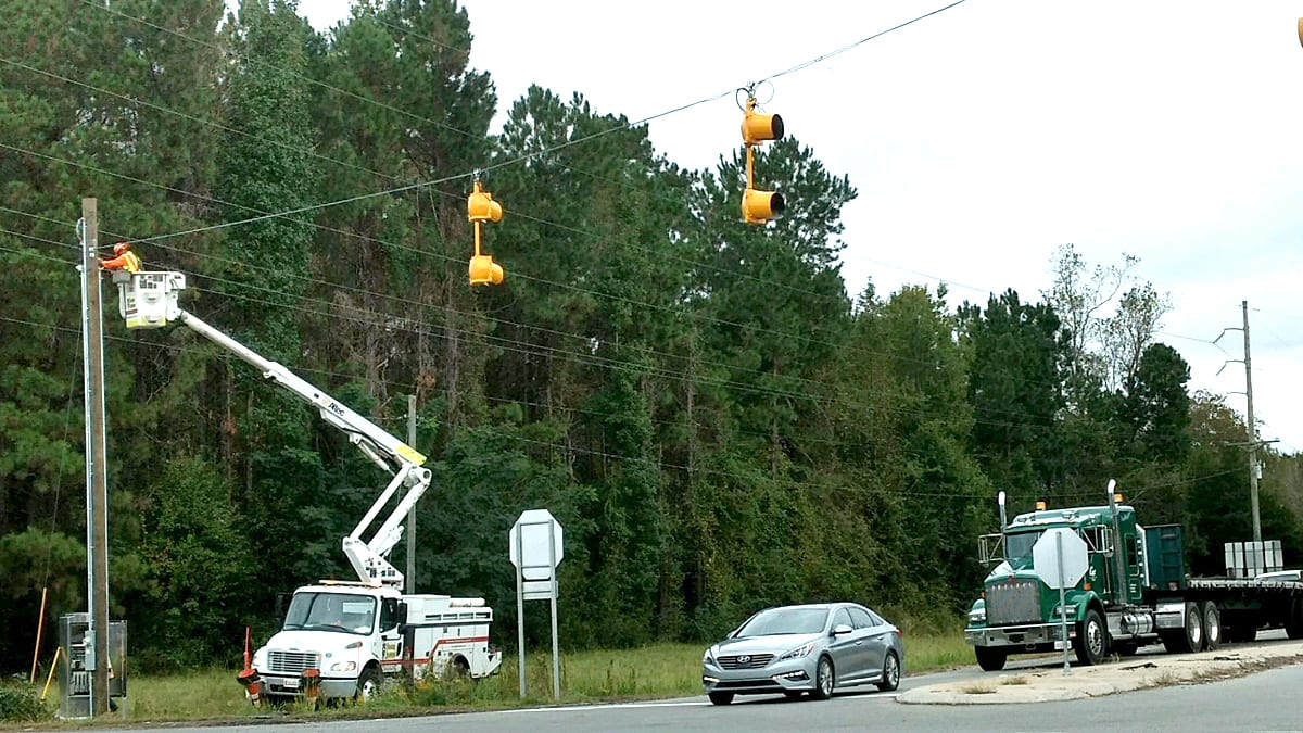 Flashing red lights go up at new N.C. 87/11 4-way stop – The News ...